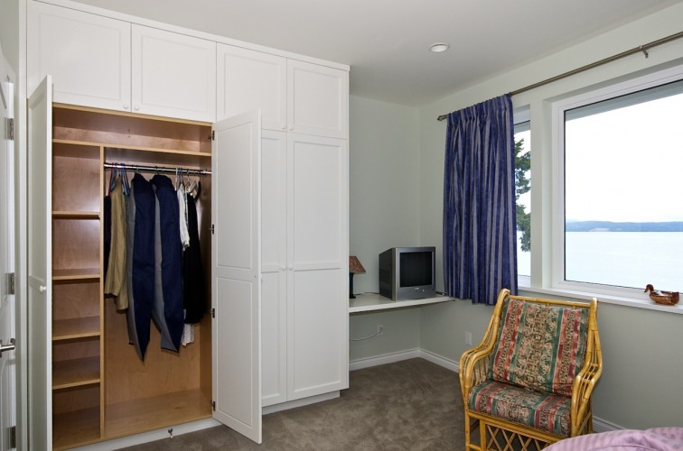 fitted-closet-cabinet