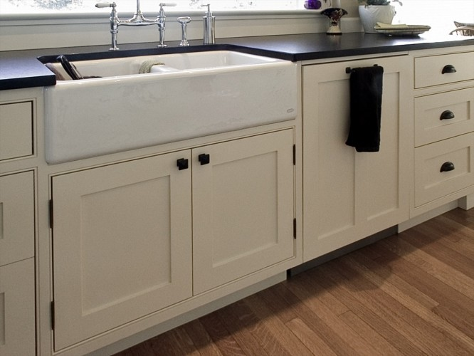 beaded-face-frame-kitchen-apron-sink